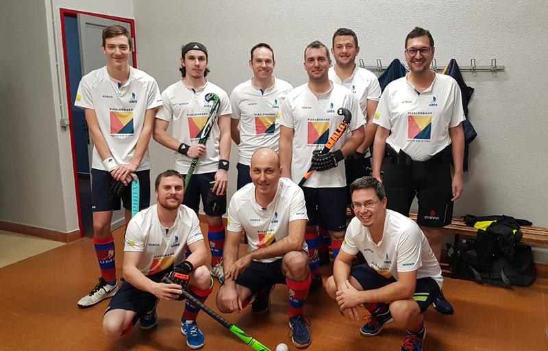 Equipe de hockey de l'UMS, sponsorisée par l'agence web & vidéo Pixeldorado.